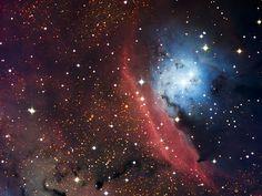 青と赤の輝き、NGC 6559