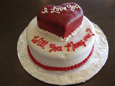 that cake looks good...love cute proposals