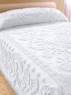 Floral chenille bedspread made of plush cotton with floral center medallion, scallop border, and traditional fringe. Cotton chenille provides all-season comfort.Floral Chenille Bedspread - I own several vintage chenille bedspreads in almost every col Vintage Bedspread, Chenille Bedspread, Home Design, Design Design, Master Bedroom, Bedroom Decor, Bedroom Sets, Linen Bedding, Girl Bedding