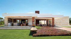 Casa grande em condomínio de golfistas