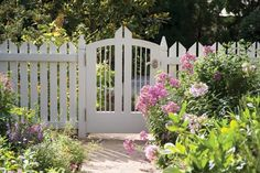Wondrous Useful Tips: Concrete Fence How To Build house fence stone.Concrete Fence Makeover green fence home depot. Small Fence, Horizontal Fence, Front Yard Fence, Farm Fence, Fence Landscaping, Backyard Fences, Garden Fencing, Pool Fence, Fence Around Pool