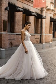 Trends Ideas Elegant Ballgown Bridal Dresses for Your Wedding , dresses elegant ballgown Ideas Elegant Ballgown Bridal Dresses for Your Wedding Tulle Skirt Wedding Dress, Custom Wedding Dress, Bridal Dresses, Wedding Gowns, Ball Dresses, Wedding Hair, Dream Wedding, Elegant Ball Gowns, Elegant Dresses
