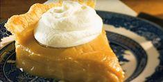 La 8e merveille du monde! La tarte au sirop d'érable 100% québécoise - Desserts - Ma Fourchette Easy Desserts, Dessert Recipes, Icebox Pie, Sweet Pie, No Bake Pies, Dessert Buffet, Apple Recipes, Christmas Desserts, Food To Make