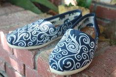 Swirls Acrylic Painting for Toms/Canvas Shoes - would be so easy to do!