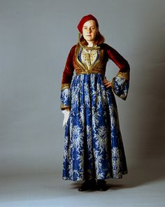 Learn more about the Amalia dress, a traditional folk costume created by Queen Amalia in the that combines elements of European & Greek dress. Greek Dress, Greek Clothing, Folk Clothing, Gibson Girl, Ottoman, European Fashion, Greek Fashion, Fashion Women, Folk Costume