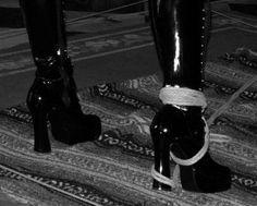 http://www.avidasecreta.com.br/sadomasoquismo-na-universidade-de-harvard/    Sadomasoquismo na Universidade de Harvard    A Universidade de Harvard aceitou a formação de grupo estudantil para estudo e discussão do sadomasoquismo e outras sexualidades alternativas. Saiba mais.