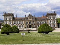 WOW! what a winery-palace... Palácio Da Brejoeira. Today Sean O'Rourke of EATour Specialist was planning out new #wine #tours of Northern Portugal and had a exclusive visit of this palace-winery. Visit this winery with us on our food & wine tours thru #Northern #Portugal & #Galicia #Spain. www.eatourspecialist.com — at Palacio da Brejoeira