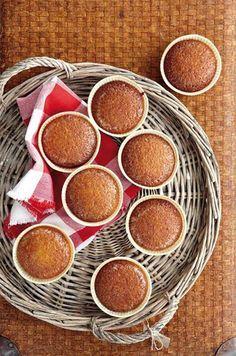 As jy malvapoedings individueel bak, kan jy dit maklik verkoop. Sago Pudding Recipe, Pudding In A Mug, Malva Pudding, Pudding Recipes, Delicious Cake Recipes, Yummy Cakes, Yummy Food, Appetizer Recipes, Dessert Recipes