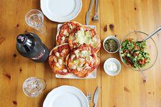 sweetsbyc.blogg.se - Chicken & mozzarella pizza  http://sweetsbyc.blogg.se/2015/august/en-minnesvard-dejt.html