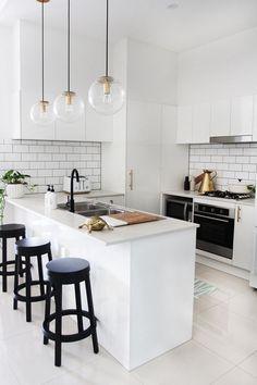 13 Minimalist Kitchen Ideas For A Modern House. Elegant White Minimalist Kitchen Design Ideas For More Comfortable. Kitchen Decorating, Home Decor Kitchen, New Kitchen, Home Kitchens, Decorating Ideas, Kitchen Ideas, Mini Kitchen, Kitchen White, Country Kitchen
