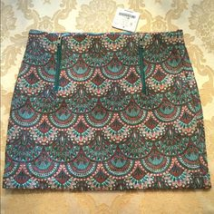 NEW Zara patterned mini skirt small S New with tags from Zara. Two front exposed zippers. Pretty pattern. Skirt has a brocade feel to it. Zara Skirts Mini