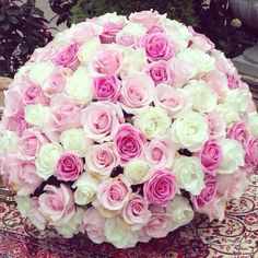 I'm not a huge fan of roses, but this giant bouquet is gorgeous!