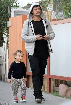 Orlando & Flynn Bloom together together Cute.