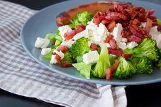 Broccoli med feta og bacon