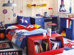 Dormitorio en azul y rojo para niño