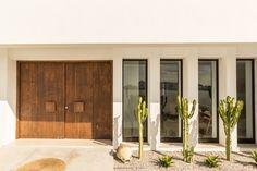 La villa JAR, Med'in Concept Architecture, Ashref Khemiri photography - Architecture Concept Architecture, Facade Architecture, Haus Am See, Casa Cook, Villa, Desert Homes, Dream House Exterior, Window Design, House In The Woods