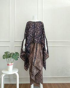 Kebaya Lace, Kebaya Dress, Batik Kebaya, Kebaya Hijab, Kebaya Modern Hijab, Kebaya Muslim, Kaftan Designs, Blouse Batik, Batik Dress