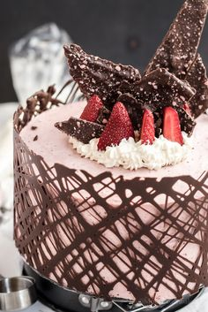 PLEASE EXPLAIN /-/ POP ROCKING BALSAMIC STRAWBERRY MOUSSE GATEAUX
