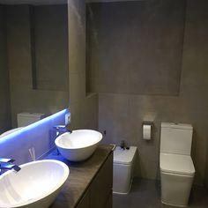 Baño suite Living Spaces, Barcelona, Sink, Home Decor, Nail Decorations, Blue Prints, Sink Tops, Vessel Sink, Decoration Home