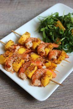 Brochettes de crevettes et mangue parfaites pour le barbecue ou à la poêle.