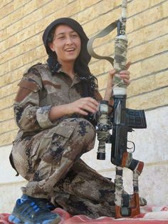 YPJ sniper in Efrin city Military Women, Military Police, Women Freedom Fighters, Syrian Civil War, Female Fighter, Tactical Survival, Female Soldier, Get In Shape, Real Women