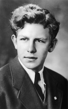 Andy Griffith: Born June 1926 in Mount Airy, North Carolina, Griffith had to live with relatives until his parents could afford to get a home of their own, even sleeping in drawers because there was no crib.  (Photo by Hulton Archive) (Photo: Getty Images)