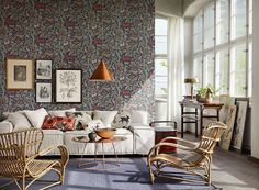 25 Modern Ways to Use Floral Wallpaper