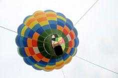 Un giro in mongolfiera nel parco della Reggia di Monza in occasione del Festival del volo. Si tratta di un evento 'auballon', ricco di