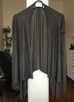 Kupuj mé předměty na #vinted http://www.vinted.cz/damske-obleceni/s-dlouhymi-rukavy/11273766-krasny-sedy-prehoz-blazer