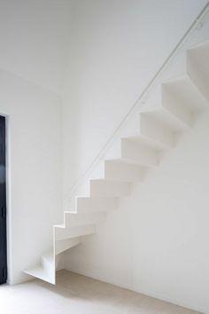 treppenhaus metall weiß modern