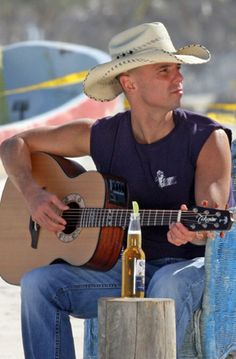 Kenny Chesney and Corona/two of my favorite things! Male Country Singers, Country Artists, Kenney Chesney, No Shoes Nation, My Favorite Music, My Favorite Things, The Band Perry, Country Men, Country Strong