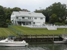 Vacation rental in Hampton Bay. pool, hot tub, up to $800 for the week