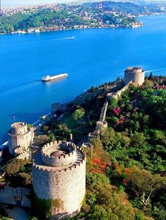 European side of İstanbul with Rumeli Hisarı castle and blooming flowers. my fovorite place in istanbul :) Places To Travel, Places To See, Places Around The World, Around The Worlds, Reisen In Europa, Turkey Travel, Holiday Destinations, Beautiful Places, Scenery