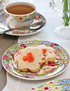 These Papaya-Lime Scones are full of fruity flavors that beckon thoughts of summertime. Papaya Recipes, Lime Recipes, Art Cafe, Thing 1, Fruit Tea, Pastry Blender, Breakfast Bowls, High Tea