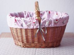 How to make a fabric lining to fit any wicker basket.