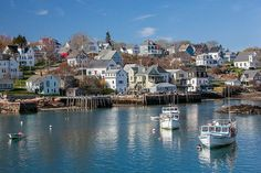 Check out our guide to the beautiful towns in Maine. Famous as a playground for the rich, Maine boasts some of the most picturesque small coastal towns in the USA. New England Usa, New England Travel, Stonington Maine, Maine Road Trip, Road Trips, Imagen Natural, Kid Friendly Resorts, Visit Maine, Florida