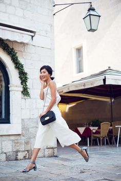 Nicole Warne is wearing all white top and culottes from ASOS, shoes from Chie Mihara and the bag from Mulberry Gary Pepper Girl, Spring Fashion Trends, Spring Summer Fashion, Spring Outfits, Summer 2015, Block Heels Outfit, Low Block Heel Sandal, Nicole Warne, Moda Do Momento