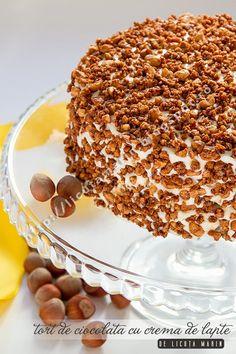 Un tort divin, cu blat ciocolatos (care-ti vine sa-l mananci gol, fara nici o crema pe el) plin de crema fina cu gust intens de la... Romanian Desserts, Cake Recipes, Dessert Recipes, Eat Pretty, Homemade Cakes, No Bake Cake, Bakery, Sweet Treats, Deserts
