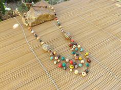 colar rustico colorido em cobre,castroado com sementes.