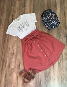 45 Cozy Summer Outfits Ideas For Women To Looks More Trendy & Fashions Nowadays Cute Teacher Outfits, Teaching Outfits, Cute Summer Outfits, Spring Outfits, Trendy Outfits, Casual Summer, Casual Church Outfits, Church Outfit Summer, Simple Outfits