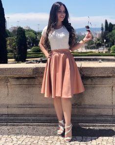 Mais um look maravilhoso para vocês! 🛍 - Saia Midi - Blusa Pérola Off Cute Church Outfits, Cute Skirt Outfits, Cute Skirts, Modest Outfits, Classy Outfits, Modest Fashion, Trendy Outfits, Dress Outfits, Cool Outfits