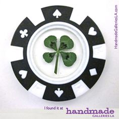 A LUCKY Poker Chip - featuring a REAL Four Leaf Clover!       Perfect for St Patrick's Day or that Vegas trip!
