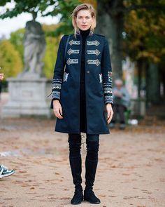 Jessica - PFW • @1jessicahart #jessicahart #valentino #pfw #paris #fashion #streetstyle #streetfashion #theoutsider #theoutsiderblog #diegozuko  (at Tuileries Garden)