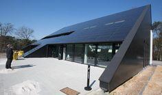 De in-dak-zonnepanelen zijn de meest opvallende nieuwigheid van het Stebo-Ondernemersatelier in Genk.