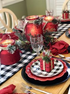 Outdoor Christmas Tree Decorations, Christmas Table Settings, Christmas Tablescapes, Christmas Centerpieces, Holiday Tables, Christmas Dishes, Christmas Tea, Plaid Christmas, Christmas Holidays