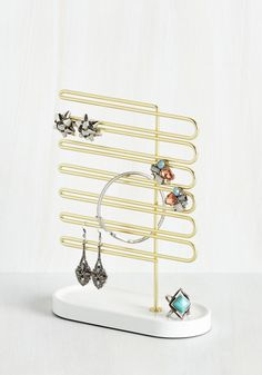 La Vie en Rows Jewelry Stand. Life looks grand with all of your baubles and trinkets neatly displayed on this metal jewelry stand! #gold #modcloth