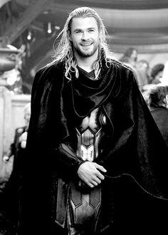 Marvel - Thor: The Dark World. Goodness he's handsome <3