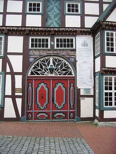 The house Malt is a four-column-timbered house in the East Westphalian town Vlotho in the District of Herford in North Rhine-Westphalia . The most well-preserved exterior and interior hallway house stands since 1985 under monument protection.