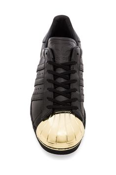 adidas Originals BLUE Superstar 80's Metal Toe Sneaker in Black & Gold un clásico