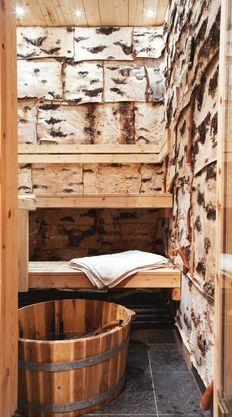 People have been enjoying the benefits of saunas for centuries. Spending just a short while relaxing in a sauna can help you destress, invigorate your skin Saunas, Sauna Wellness, Sauna House, Sweat Lodge, Outdoor Sauna, Sauna Design, Finnish Sauna, Alpine Style, Steam Room